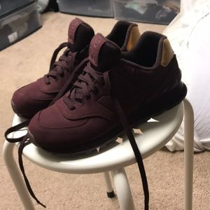 Women's new balance maroon and gold size 8